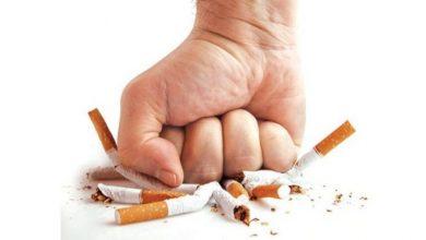 """أطلقت منظمة الصحة العالمية حملة تحت شعار """"التزم بالإقلاع عن تعاطي التبغ أثناء جائحة كـوفيد-19"""". تستمر لمدة عام، لدعم ما لا يقل عن 100 مليون شخص يحاولون التوقف عن التدخين."""