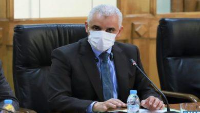 دعا وزير الصحة خالد آيت الطالب، أمس الجمعة بالرباط، المواطنين إلى الإقبال بكثافة على التلقيح من أجل بلوغ مناعة جماعية، ومنع انتشار وباء (كوفيد-19).
