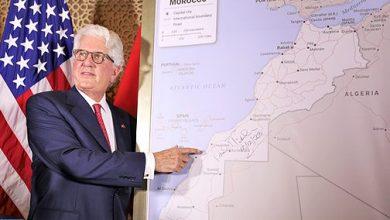 قدم سفير الولايات المتحدة الأمريكية في المغرب ديفيد فيشر، أمس السبت بالرباط، خريطة المغرب التي تشمل الأقاليم الجنوبية، والتي اعتمدتها رسميا الحكومة الأمريكية.