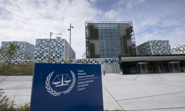 قررت الدائرة التمهيدية الأولى للمحكمة الجنائية الدولية، أمس الجمعة، بالأغلبية، أن الاختصاص الإقليمي للمحكمة في حالة فلسطين، وهي دولة طرف في