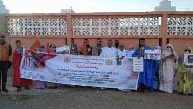 نظمت فعاليات من المجتمع المدني بكلميم ومغاربة العالم، مساء أمس الأحد، وقفة تضامنية مع المغاربة المحتجزين في مخيمات تندوف بالتراب الجزائري.