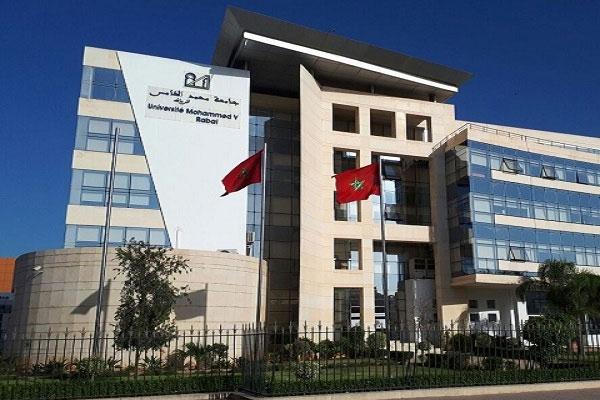 """تم إدراج جامعة محمد الخامس بالرباط، باعتبارها الجامعة المغربية الوحيدة، ضمن التصنيف العالمي """"كيو إس 2022″، الذي نشر نتائجه المكتب البريطاني """"كواكواريلي سيموندس""""."""
