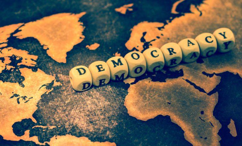 يخلد العالم اليوم الدولي للديمقراطية في 15 شتنبر من كل سنة ويعتبر فرصة لاستعراض حالة الديمقراطية في العالم. كما تعد الديمقراطية عملية من العمليات بقدر ما هي هدف من الأهداف، ولا يمكن لمثال الديمقراطية أن يتحول إلى حقيقة واقعة يحظى بها الجميع في كل مكان.