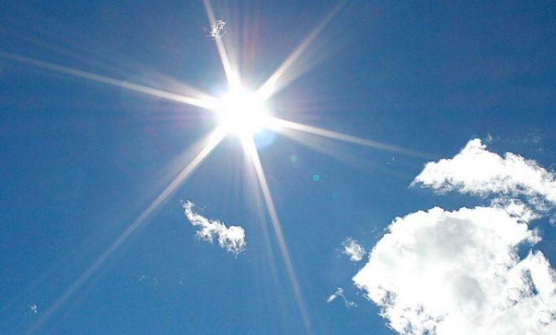 أفادت المديرية العامة للأرصاد الجوية بأنه من المرتقب أن يشهد عدد من عمالات وأقاليم المملكة موجة حر ابتداء من يوم غد الأحد وإلى غاية يوم الأربعاء المقبل.