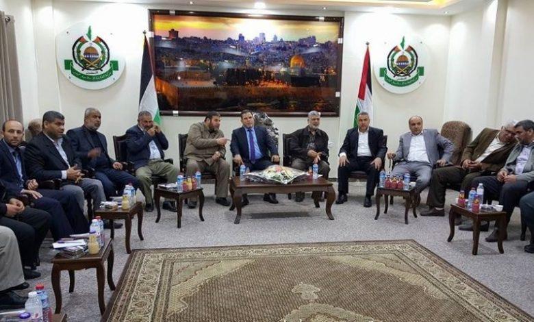 دعت القوى الوطنية والإسلامية في غزة، اليوم الخميس، لاعتبار غدٍ الجمعة، يوم غضب واشتباك بالضفة الغربية المحتلة وقطاع غزة؛ نصرة للأسرى الذين